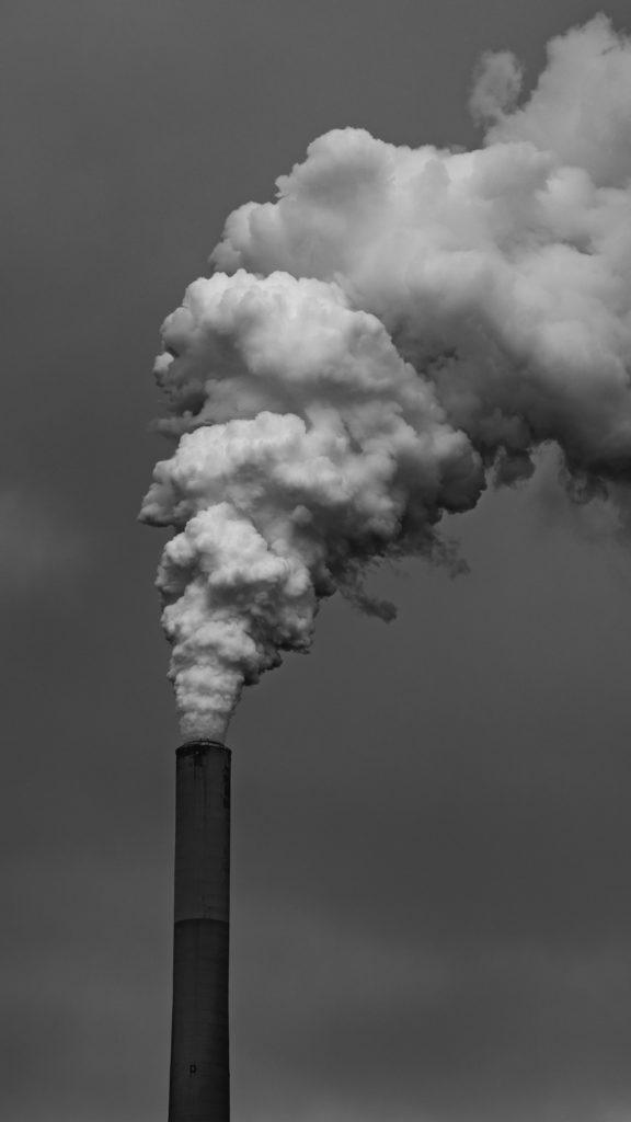 usine et fumée production naturelle les petits aviateurs