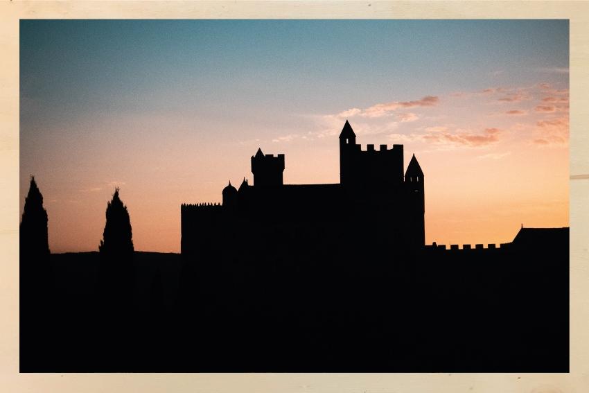 Dans l'ombre du château